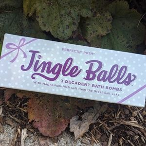 Perfectly Posh Jingle Balls Bath Bombs